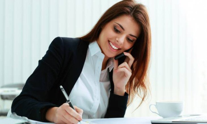 Trợ lý xinh đẹp đòi nghỉ việc, giám đốc nhờ gọi 1 cú điện thoại và ...