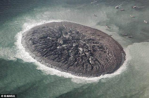 Hòn đảo được tạo ra bằng tính mạng của 800 người đã chính thức biến mất, tồn tại vỏn vẹn 6 năm - Ảnh 1.