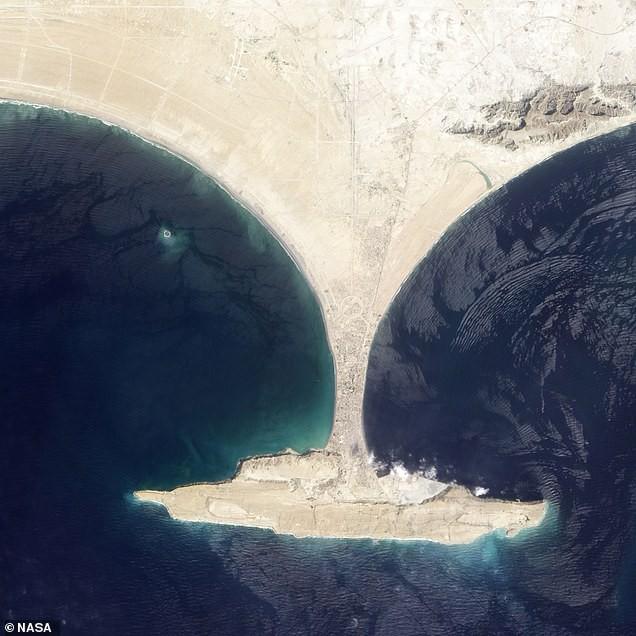 Hòn đảo được tạo ra bằng tính mạng của 800 người đã chính thức biến mất, tồn tại vỏn vẹn 6 năm - Ảnh 2.