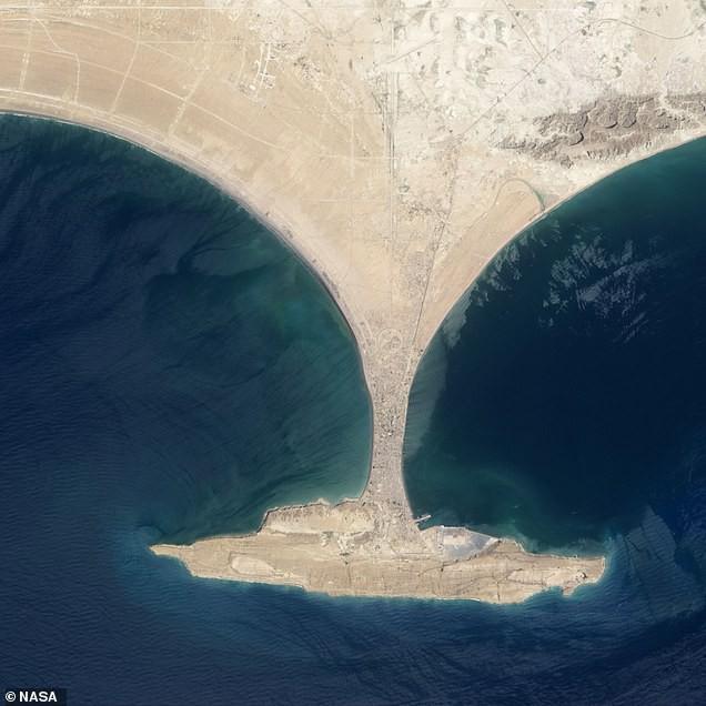 Hòn đảo được tạo ra bằng tính mạng của 800 người đã chính thức biến mất, tồn tại vỏn vẹn 6 năm - Ảnh 3.