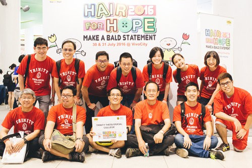 Là bộ mặt của công ty lớn, CEO Grab Anthony Tan gần đây đã không ngần ngại cạo đầu và lý do khiến nhiều người nể phục - Ảnh 1.