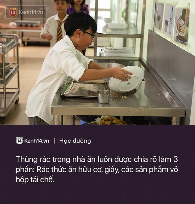 Ở Hà Nội có một ngôi trường không bao giờ thả bóng bay ngày khai giảng, học sinh có hàng loạt dự án biến chai nhựa thành gạch xây trường - Ảnh 3.
