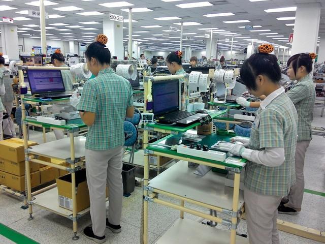 Điều kỳ lạ về năng suất lao động Việt Nam: Khu vực Nhà nước đứng đầu, tiếp đến là FDI, còn tư nhân là bét bảng  - Ảnh 2.