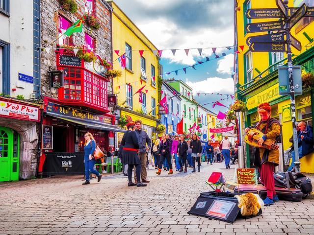 Lối sống craic vui vẻ đến lạ của người Ireland: Không tiêu xài hoang phí, người hành khất hay tỷ phú đều được đối xử công bằng - Ảnh 3.