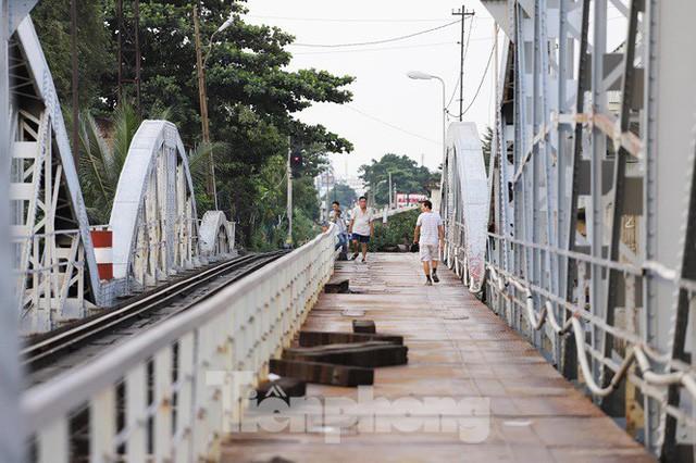 Bay trên cao ngắm cây cầu sắt 117 năm tuổi ở Sài Gòn sắp tháo dỡ - Ảnh 23.