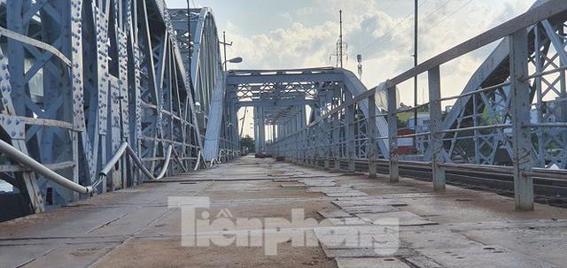 Bay trên cao ngắm cây cầu sắt 117 năm tuổi ở Sài Gòn sắp tháo dỡ - Ảnh 7.