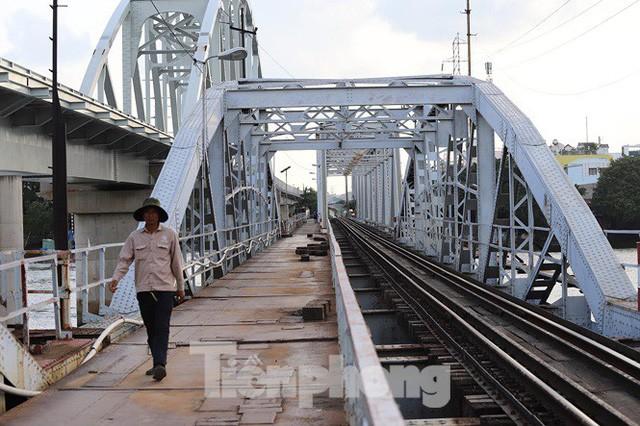 Bay trên cao ngắm cây cầu sắt 117 năm tuổi ở Sài Gòn sắp tháo dỡ - Ảnh 10.