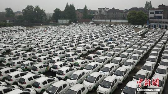 """""""Bong bóng chia sẻ phương tiện"""" tan vỡ, đến lượt hàng trăm nghìn ô tô bị vứt bỏ khắp Trung Quốc - Ảnh 3."""