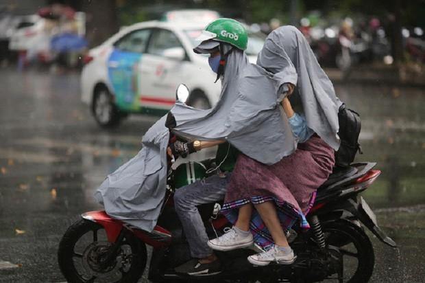 Chấm dứt nắng nóng, Bắc Bộ khả năng đón mưa giông lớn - Ảnh 1.