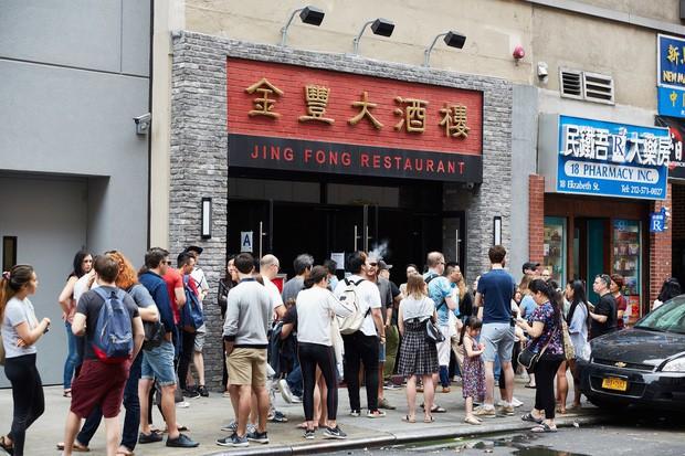 Câu chuyện đằng sau nhà hàng dimsum nổi tiếng nhất nhì New York: Trải qua 3 thế hệ gia tộc, từng suýt phá sản vì bạo động - Ảnh 2.