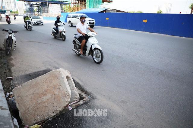 Những chiếc bẫy trên tuyến đường 3.000 tỉ ở Hà Nội  - Ảnh 11.