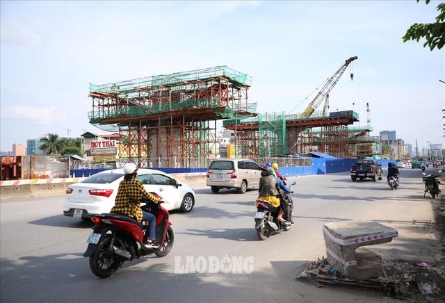 Những chiếc bẫy trên tuyến đường 3.000 tỉ ở Hà Nội  - Ảnh 10.