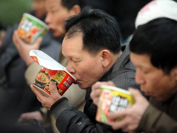 Câu chuyện về mì ăn liền ở Trung Quốc: Vua thức ăn tiện lợi bất ngờ bị thất sủng và sự hồi sinh mạnh mẽ khiến ai cũng kinh ngạc - Ảnh 6.