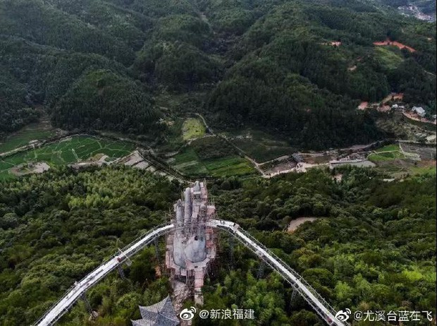 """Cầu Vàng """"kì quan"""" Đà Nẵng xuất hiện bản nhái ở Trung Quốc, nhưng """"rởm"""" hơn tỉ lần! - Ảnh 8."""