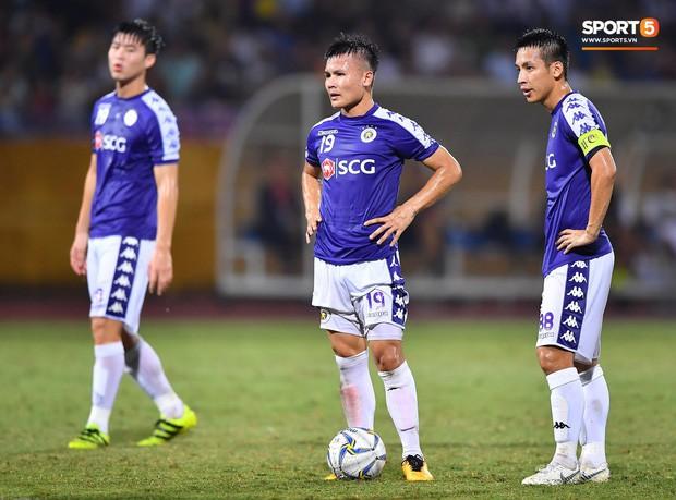 Quang Hải lên thần, ghi liên tiếp hai bàn đẹp mắt ở Cúp châu Á cho Hà Nội FC - Ảnh 1.