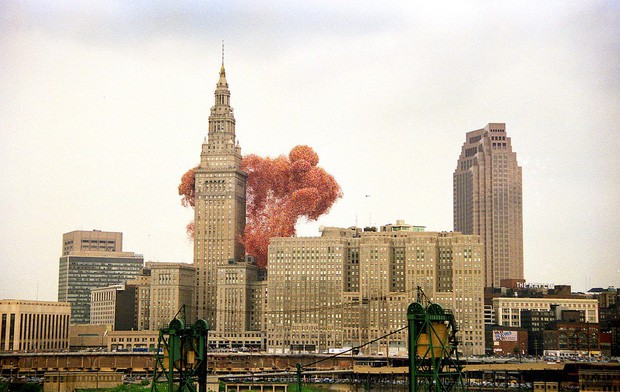 Chuyện về thảm họa gây quỹ tai tiếng nhất lịch sử: Thả 1,4 triệu quả bóng lên trời, tưởng lập kỷ lục nào ngờ biến thành chuỗi bi kịch không hồi kết - Ảnh 2.