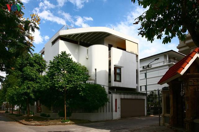 Ngôi biệt thự có nội thất phong cách kết hợp - Ảnh 1.