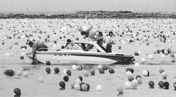 Chuyện về thảm họa gây quỹ tai tiếng nhất lịch sử: Thả 1,4 triệu quả bóng lên trời, tưởng lập kỷ lục nào ngờ biến thành chuỗi bi kịch không hồi kết - Ảnh 5.