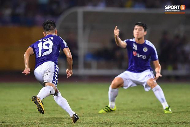 Quang Hải lên thần, ghi liên tiếp hai bàn đẹp mắt ở Cúp châu Á cho Hà Nội FC - Ảnh 7.