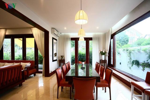 Ngôi biệt thự có nội thất phong cách kết hợp - Ảnh 8.