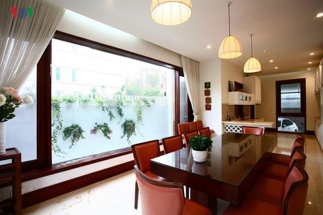 Ngôi biệt thự có nội thất phong cách kết hợp - Ảnh 9.
