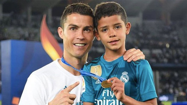 Sở hữu khối tài sản khổng lồ, Ronaldo vẫn biết cách dạy con quý trọng tiền bạc bằng hành động tưởng chừng đơn giản này - Ảnh 2.