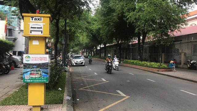 Cận cảnh những điểm đón taxi hoang phế ở Sài Gòn  - Ảnh 8.