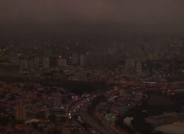 Loạt ảnh gây sốc về rừng Amazon bùng cháy với tốc độ kỷ lục: Khói có thể nhìn thấy từ ngoài không gian, các thành phố bị bao phủ mù mịt như tận thế - Ảnh 14.