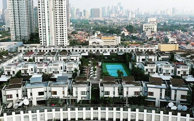 Ngỡ ngàng ngôi làng toàn biệt thự chục tỷ xây trên nóc tòa nhà cao tầng - Ảnh 3.