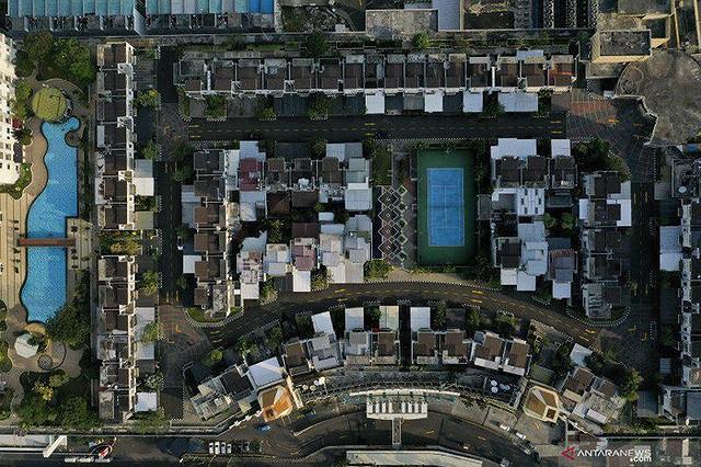 Ngỡ ngàng ngôi làng toàn biệt thự chục tỷ xây trên nóc tòa nhà cao tầng - Ảnh 4.