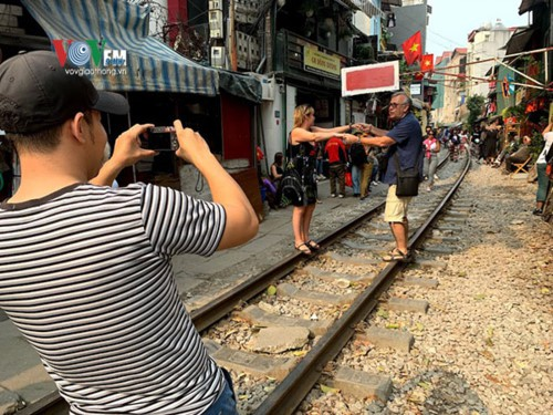 """Nghịch lý ngành đường sắt Việt Nam: Ngửa tay đi """"ăn xin"""" đến bao giờ? - Ảnh 1."""