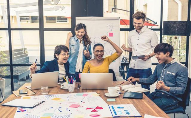 """Lương 8 con số cũng không thể làm bạn yêu thích một công việc nhàm chán nhưng những cách """"hack hạnh phúc"""" sau có thể giúp bạn vui vẻ hơn - Ảnh 1."""