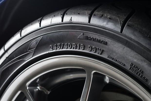 Ý nghĩa của những dãy số in trên lốp xe: Tưởng là thứ chẳng ai chú ý, nhưng hóa ra ẩn chứa những thông tin hết sức quan trọng - Ảnh 1.