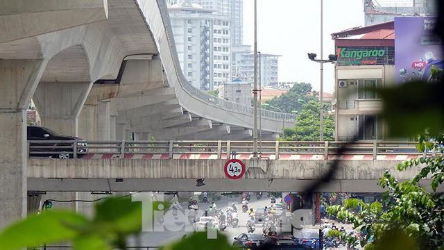 Hình hài đường sắt Nhổn - Ga Hà Nội sau 2 năm chậm tiến độ - Ảnh 13.