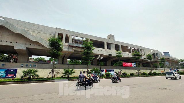 Hình hài đường sắt Nhổn - Ga Hà Nội sau 2 năm chậm tiến độ - Ảnh 15.