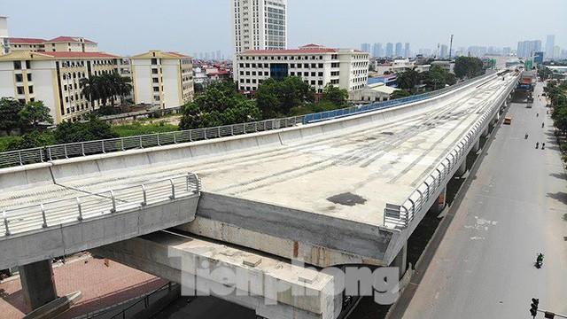 Hình hài đường sắt Nhổn - Ga Hà Nội sau 2 năm chậm tiến độ - Ảnh 3.