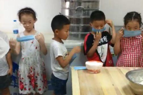 Soái ca bánh bao 7 tuổi gây sốt MXH với tài cán bánh thần tốc, giúp bố bán 2000 bánh mỗi ngày, cả lớp kéo đến nhà bái sư - Ảnh 6.