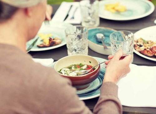 Chuyên gia tiết lộ bí mật kinh khủng ở các nhà hàng: Thích đến mấy cũng đừng động vào 8 món ăn này kẻo ngộ độc, ai nghe xong cũng cạch tới già! - Ảnh 7.