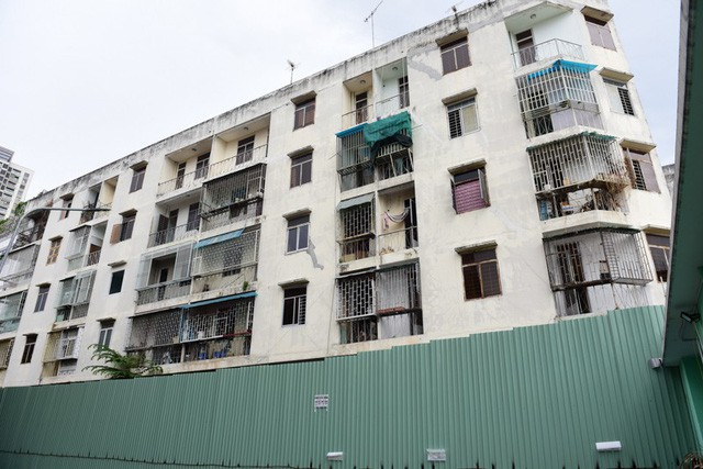 Cận cảnh chung cư nghiêng ở Sài Gòn bị đề nghị tháo dỡ khẩn cấp - Ảnh 1.