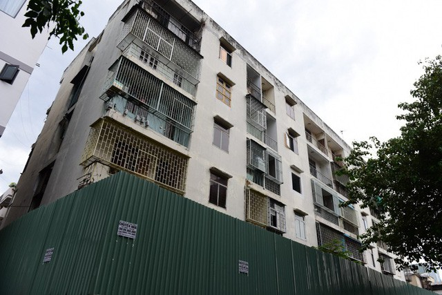 Cận cảnh chung cư nghiêng ở Sài Gòn bị đề nghị tháo dỡ khẩn cấp - Ảnh 2.