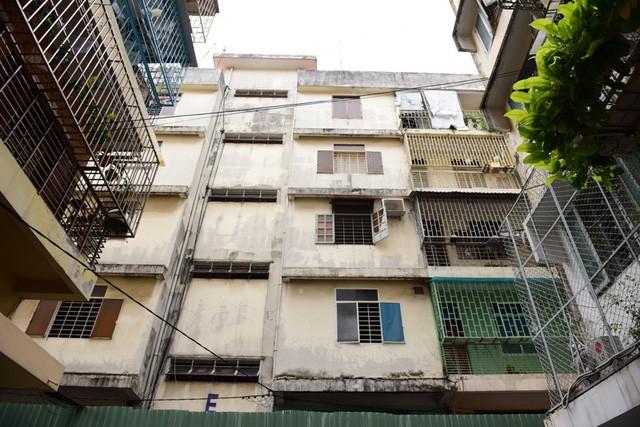 Cận cảnh chung cư nghiêng ở Sài Gòn bị đề nghị tháo dỡ khẩn cấp - Ảnh 3.