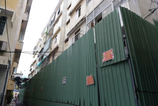 Cận cảnh chung cư nghiêng ở Sài Gòn bị đề nghị tháo dỡ khẩn cấp - Ảnh 4.