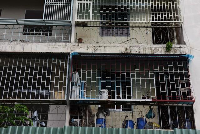 Cận cảnh chung cư nghiêng ở Sài Gòn bị đề nghị tháo dỡ khẩn cấp - Ảnh 9.