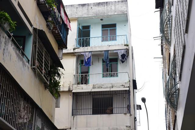Cận cảnh chung cư nghiêng ở Sài Gòn bị đề nghị tháo dỡ khẩn cấp - Ảnh 10.