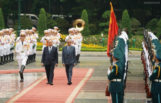 Chân dung Thủ tướng lớn tuổi nhất thế giới: Cha đẻ của hiện đại hoá Malaysia, tái đắc cử ở tuổi 92 - Ảnh 2.