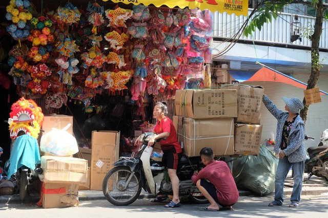 Hàng Mã rực rỡ sắc màu, đồ chơi made in Việt Nam lên ngôi Trung thu 2019 - Ảnh 2.