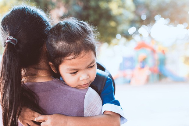 Hỏi mẹ Tại sao con phải đi học?, đứa con bật khóc trước câu trả lời nhẹ nhàng nhưng sâu sắc của nữ nhà văn - Ảnh 1.