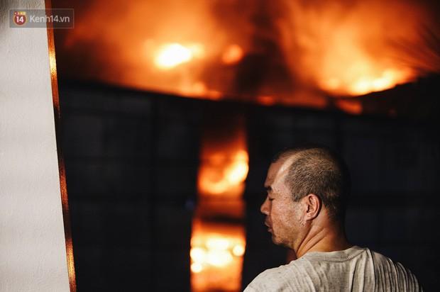 """""""Vụ cháy Rạng Đông"""" hơn 5 tiếng và tình người dân - người lính trong hoả hoạn: Cảm ơn những chiến sĩ dũng cảm - Ảnh 8."""