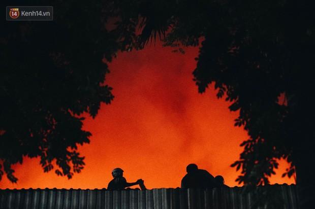 """""""Vụ cháy Rạng Đông"""" hơn 5 tiếng và tình người dân - người lính trong hoả hoạn: Cảm ơn những chiến sĩ dũng cảm - Ảnh 9."""