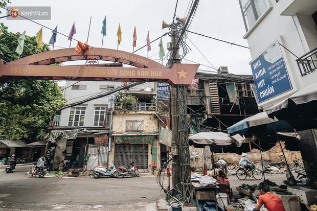 Cuộc sống xung quanh nhà kho Rạng Đông sau vụ cháy: Người lớn cay mắt và khó thở, trẻ nhỏ được sơ tán - Ảnh 13.
